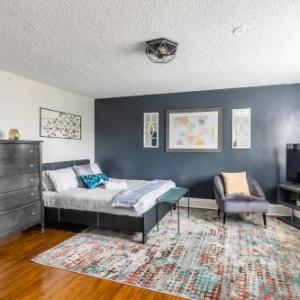 Upscale Studio - Boutique Apartment - PRIME Walk Location! Hamilton